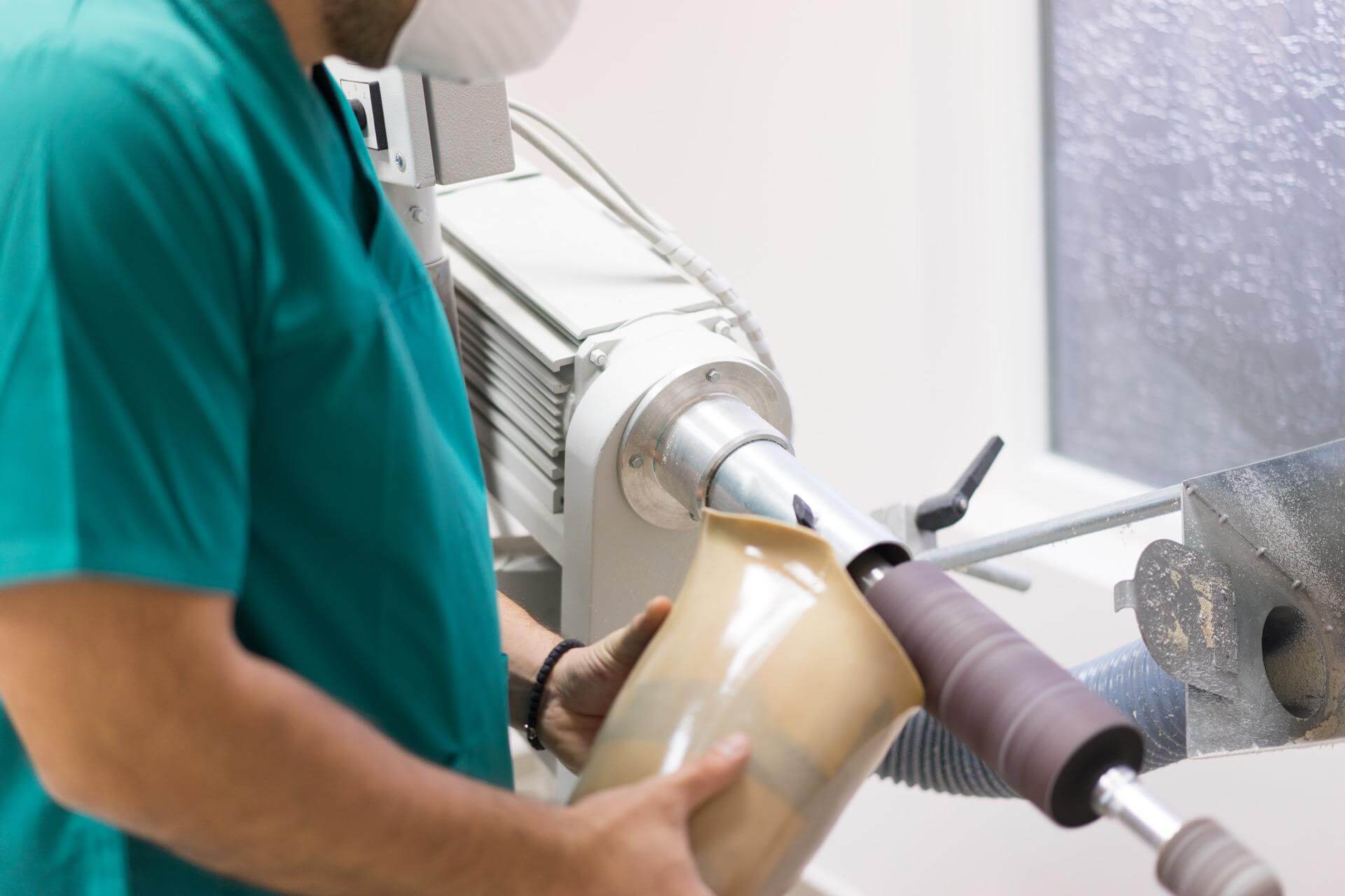 изработване на протеза за крак