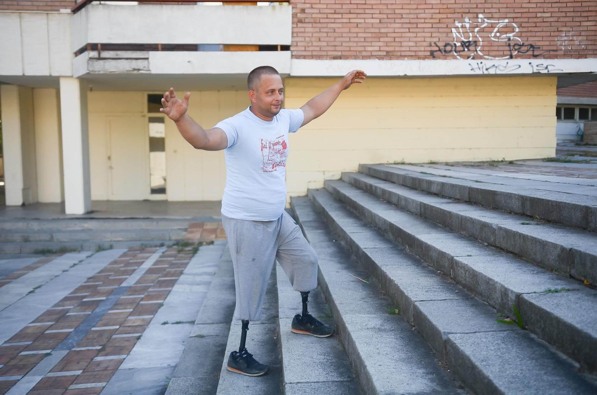катерене по стълби с протези за крака - Ортомедикс