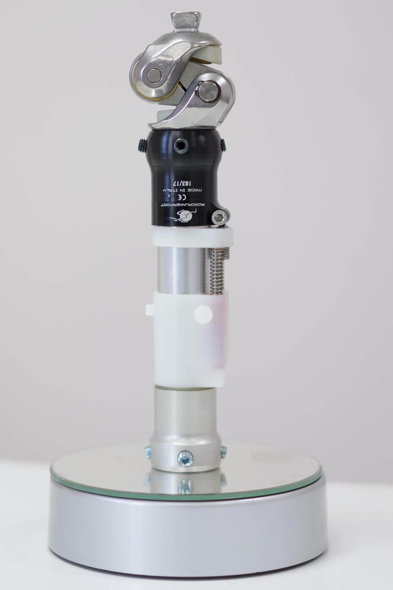 Протеза - коляно с движение - Ортомедикс