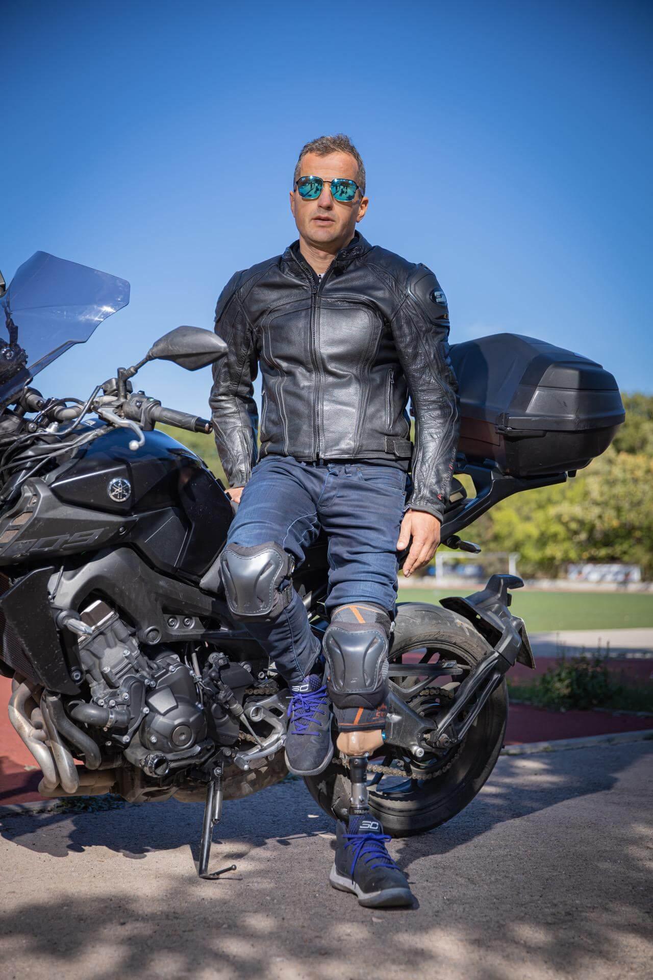Протеза за крак - каране на мотор - Ortomedics